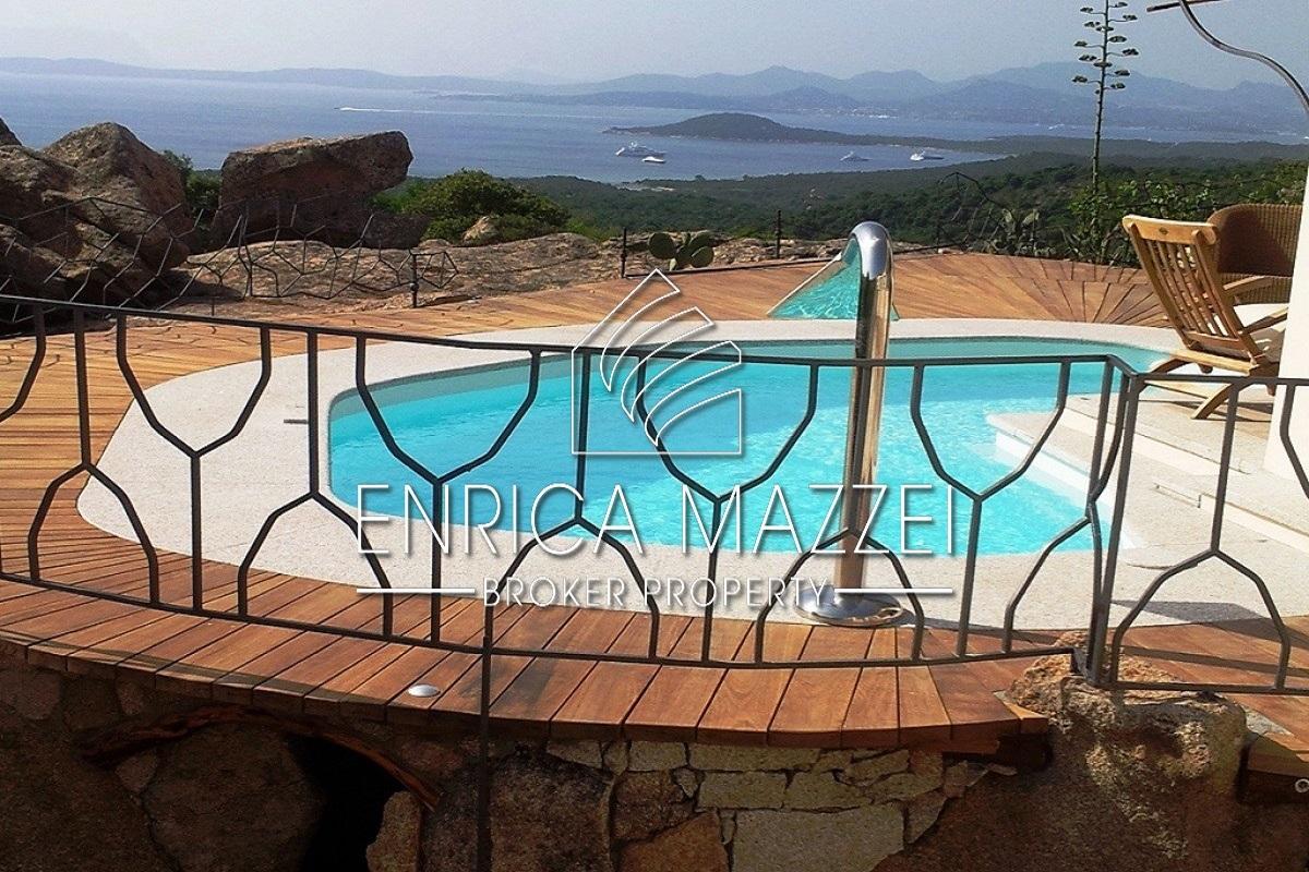Costa Smeralda Vendita raffinata villa | strepitosa vista mare sulla Baia di Cala di Volpe