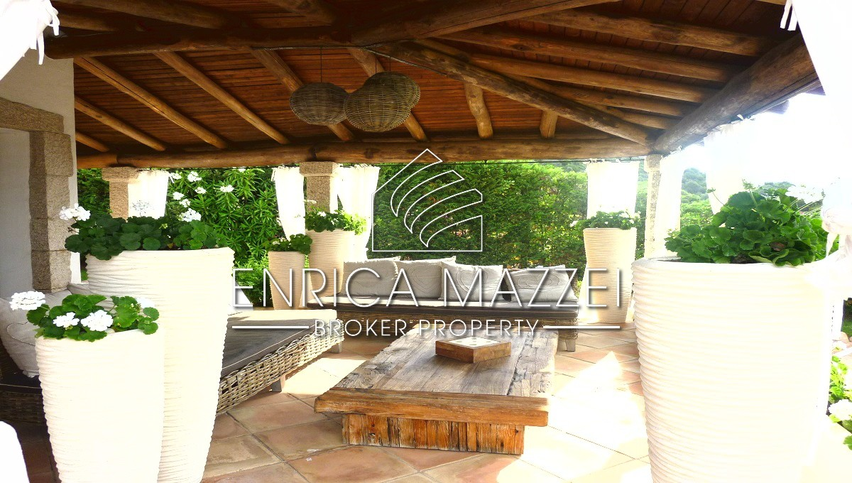 Elegante villa finemente arredata | incantevole vista su Cala di Volpe piscina