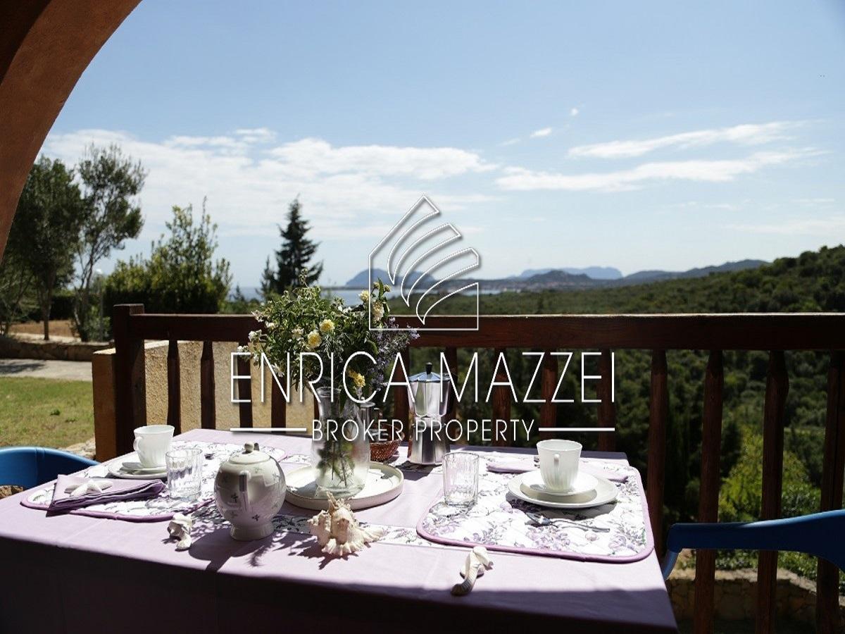Costa Smeralda casa vacanza   deliziosi trilocali con piscina pressi spiaggia