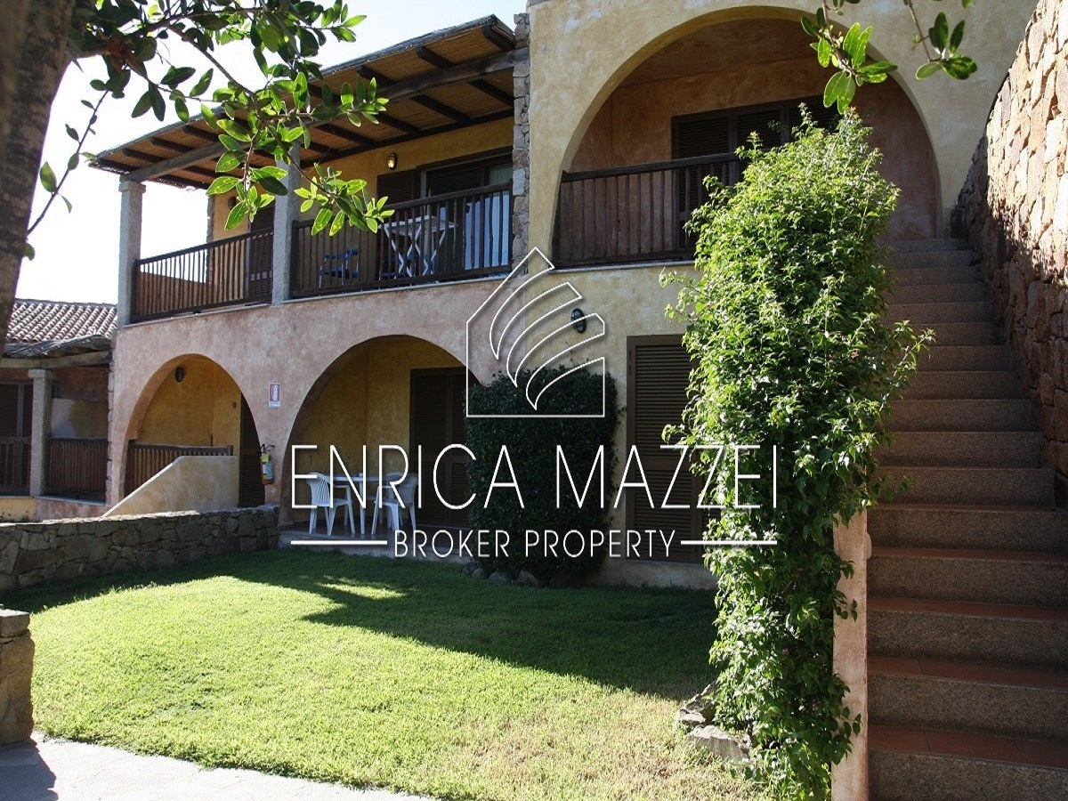 Costa Smeralda  spaziosi bilocali con giardino o veranda vista mare, servizio navetta spiaggia gratuito