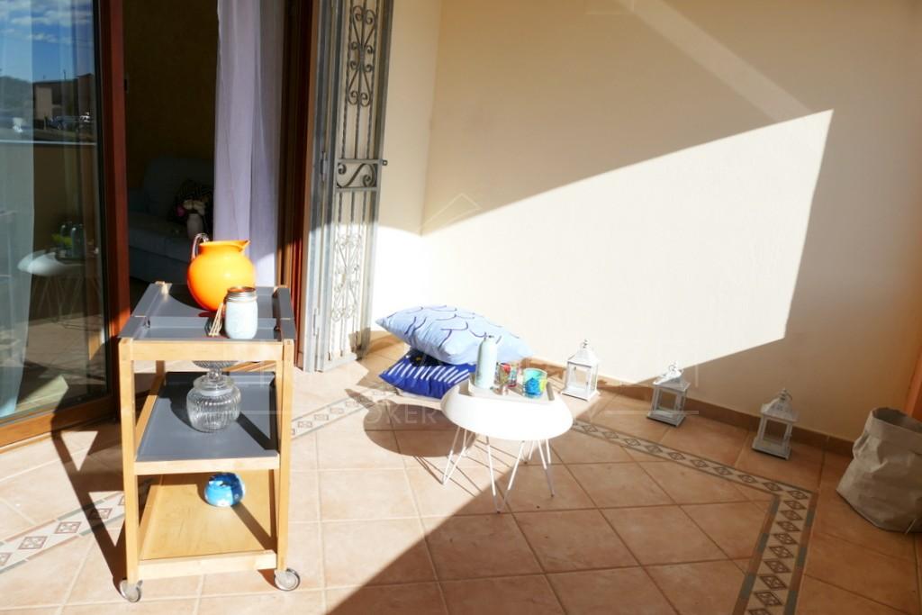 Porto San Paolo vendita | spazioso appartamento arredato ampia veranda