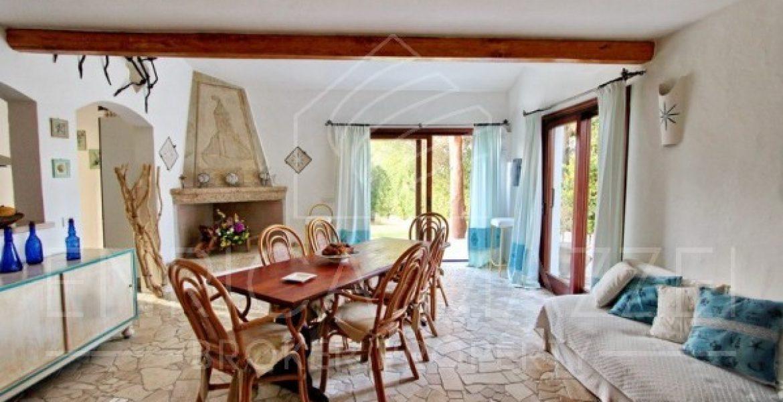 Costa Smeralda | vendita incantevole villa immersa nel verde