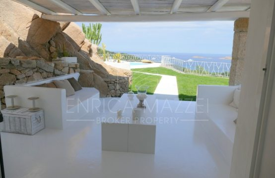 Costa Smeralda Pantogia Vendita | moderna villa vista mare con piscina