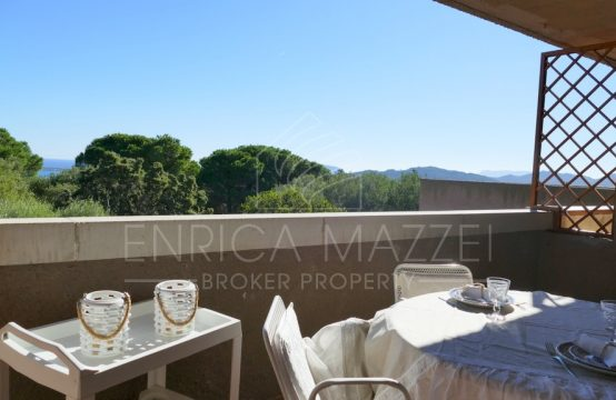 Una finestra sul mare   Cugnana Verde vendesi delizioso appartamento vista mare ampia veranda
