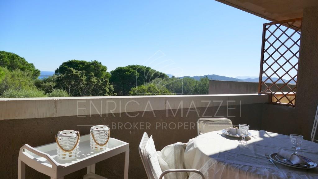 Una finestra sul mare | Cugnana Verde vendesi delizioso appartamento vista mare ampia veranda