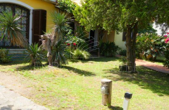 Olbia vendita villa di generosa metratura | giardino cubatura residua