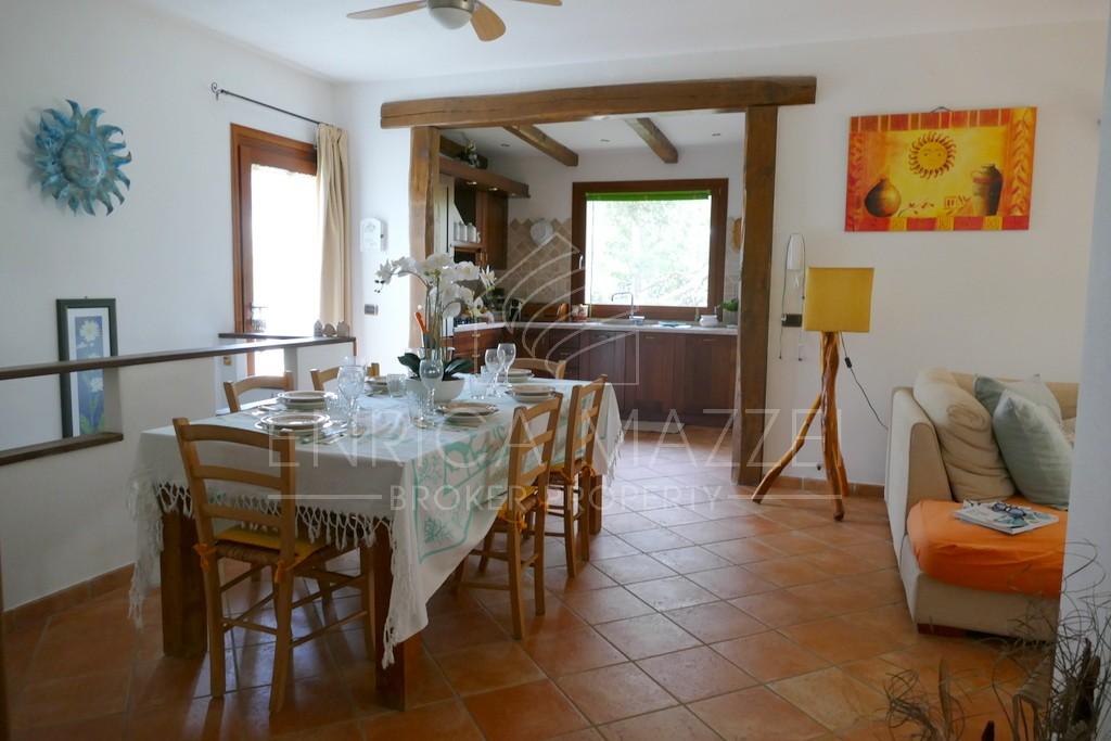 Olbia vendita incantevole villa | giardino dependance e taverna