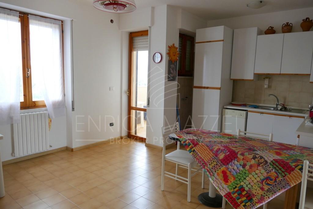 Olbia vendita ampio appartamento   tre camere due bagni vista mare