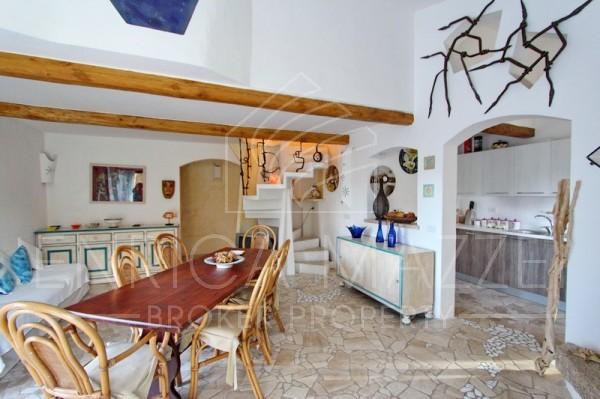 Costa Smeralda vendita fantastica villa immersa nel verde